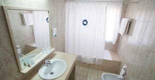 CHAMBRE DOUBLE AVEC LIT SUPPLÉMENTAIRE Hotel Torreluz Centro